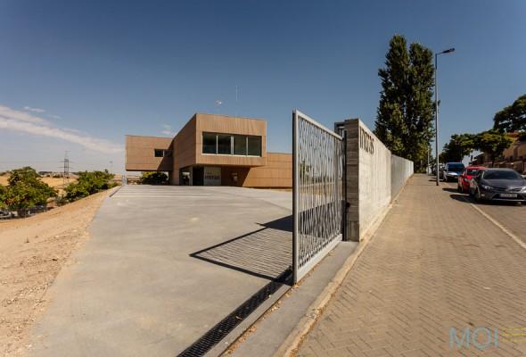 Acceso principal a parcela © MOI www.moi.es