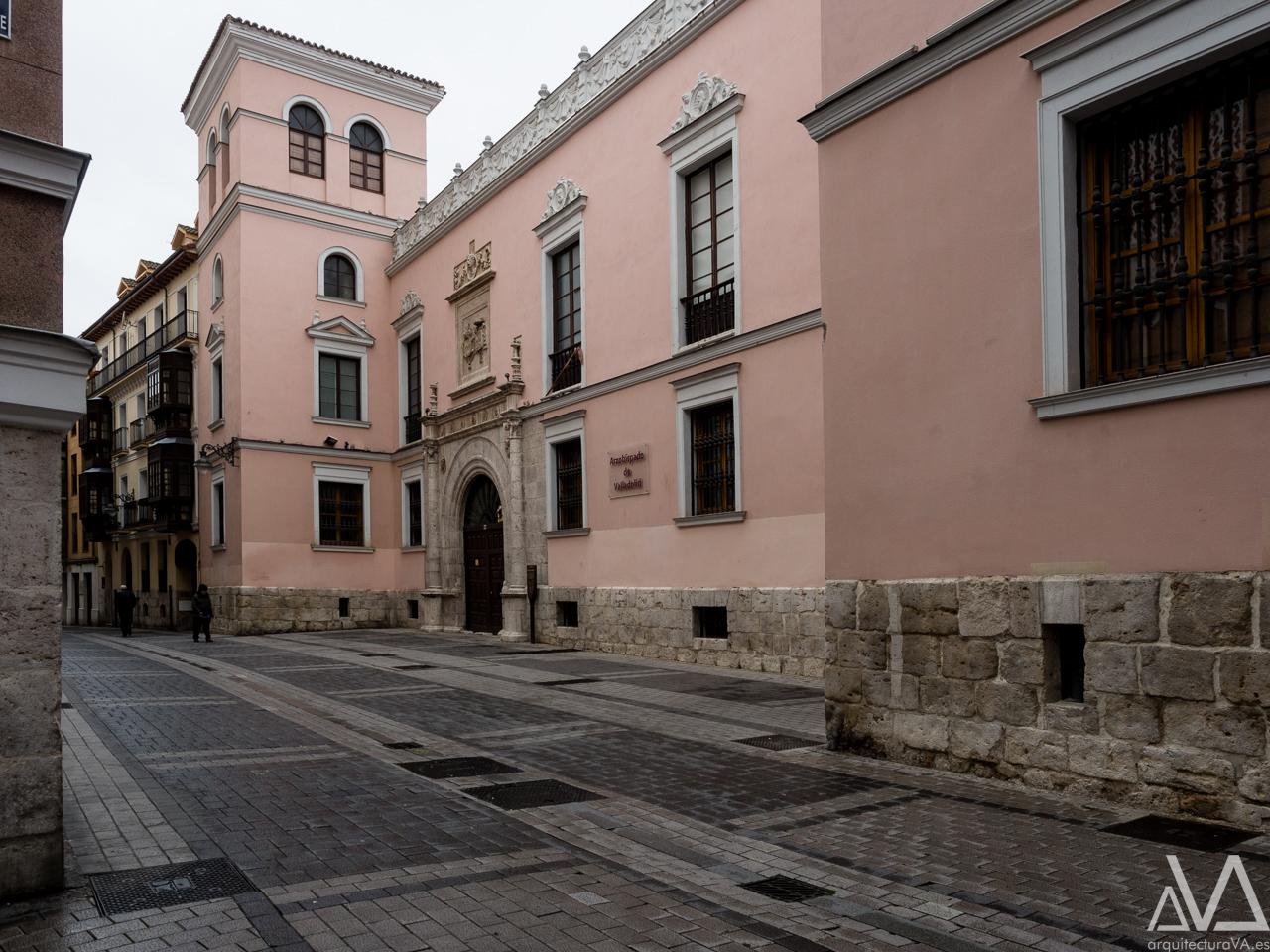 Palacio Arzobispal precedido de un parvis © pedro ivan ramos martin | luz10.com